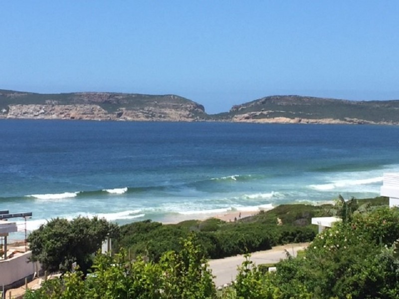 HOLIDAY ACCOMMODATION IN BEACHY HEAD, PLETTENBERG BAY
