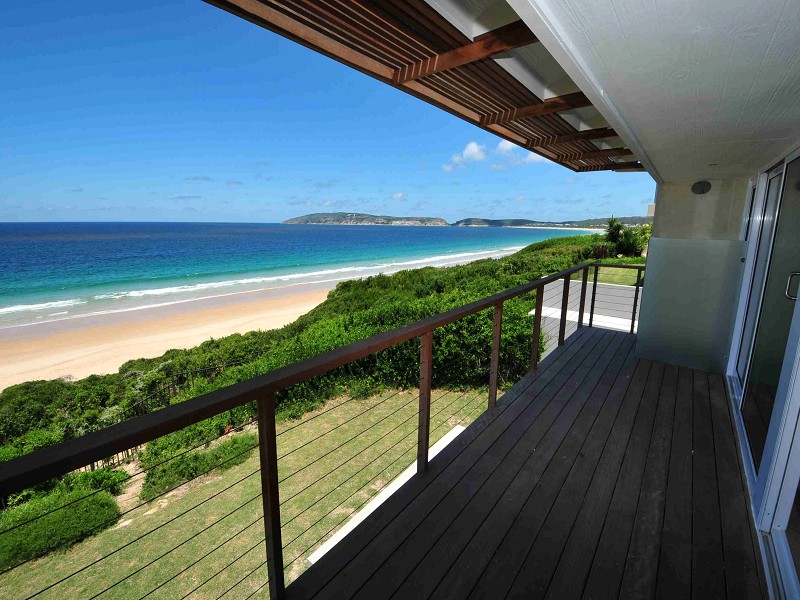 SPECTACULAR SEA, MOUNTAIN AND BAY VIEWS FROM THIS BEACH HOUSE.