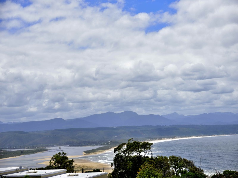 HOLIDAY APARTMENT IN PLETTENBERG BAY, GARDEN ROUTE.